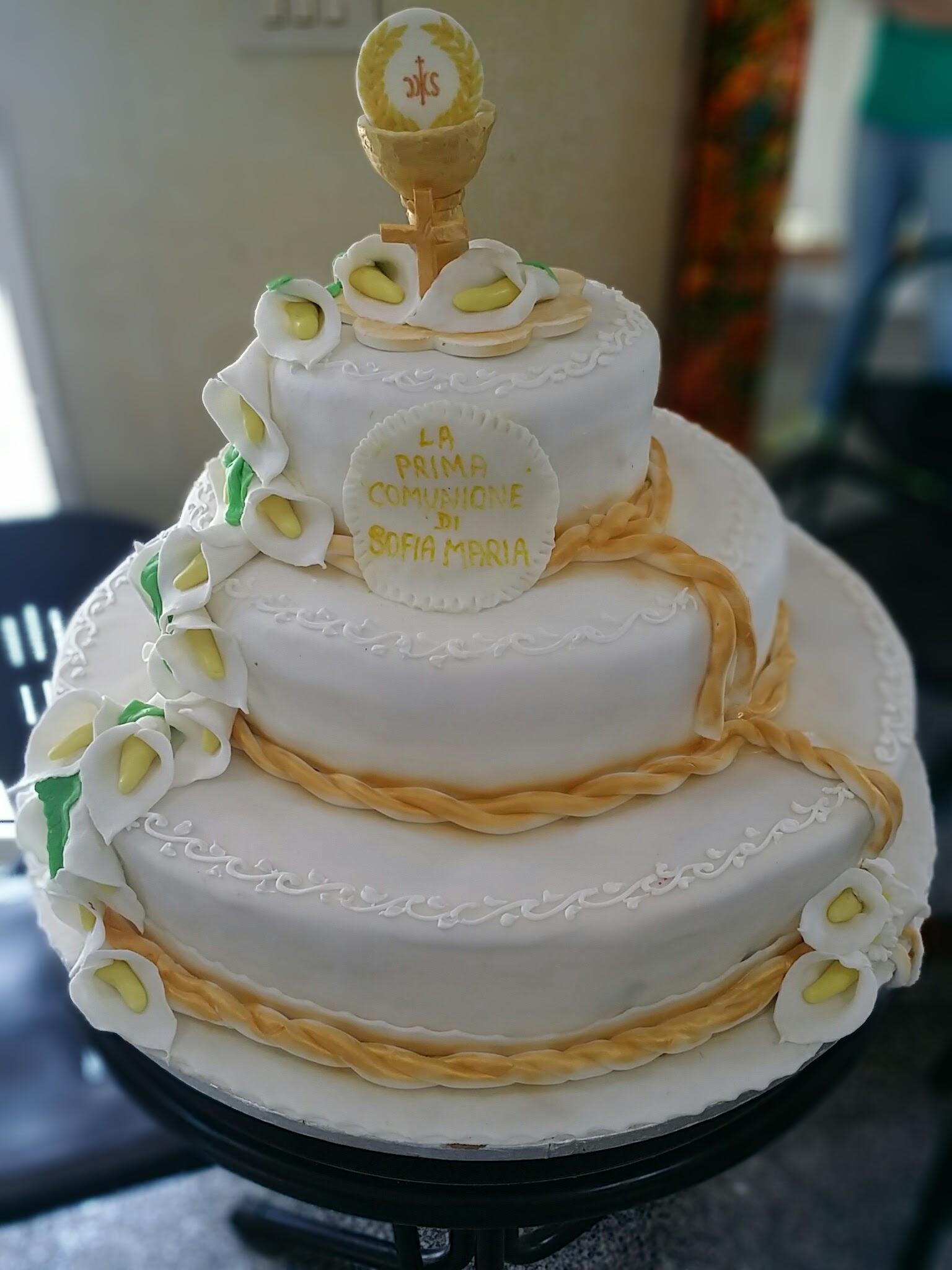 Torta a tre piani per prima comunione pasticceria dolcerende for Decorazione torte prima comunione