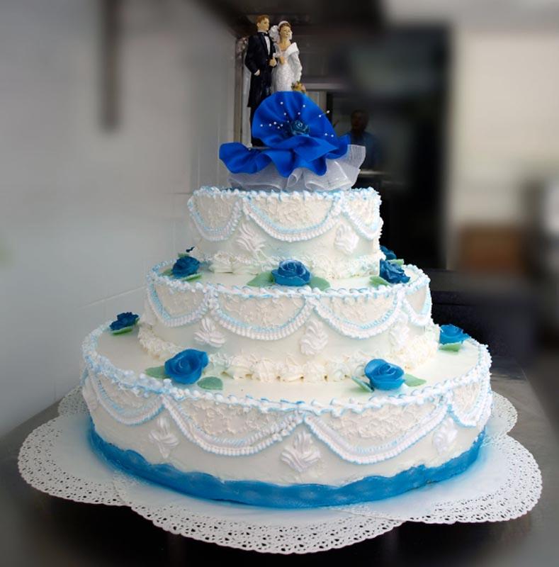 Torta con pasta di zucchero blu